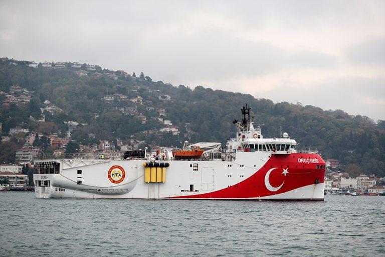 Νέες προκλητικές δηλώσεις του Τούρκου ΥΠΕΞ: Να αποσυρθούν τα ελληνικά πολεμικά από το Oruc Reis