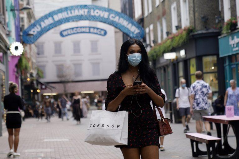 Σοκάρουν οι αποκαλύψεις νέας βρετανικής έρευνας για τον κορωνοϊό: Η μετάδοσή του στη χώρα γίνεται από σπίτι σε σπίτι