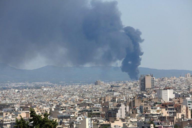 ΥΠΕΝ: Υπό στενή παρακολούθηση η φωτιά στη Μεταμόρφωση- Ανησυχούν ειδικοί και κάτοικοι