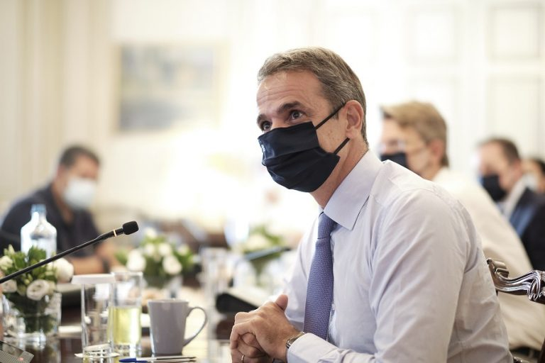 Νέα έρευνα αποκαλύπτει: Πώς «βλέπουν» οι Έλληνες τους κυβερνητικούς χειρισμούς εν μέσω πανδημίας;