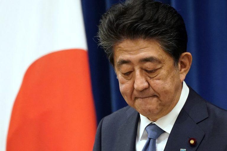 Παραιτήθηκε ζητώντας «συγγνώμη» ο πρωθυπουργός της Ιαπωνίας, Σίνζο Άμπε