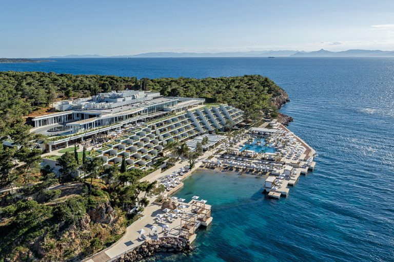 Four Seasons Astir Palace Hotel Athens: «Lead With Care»