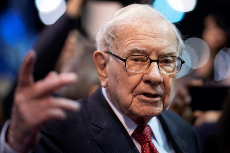 To απίστευτο ποσό που αποκόμισε η Berkshire Hathaway του Warren Buffett από την Apple