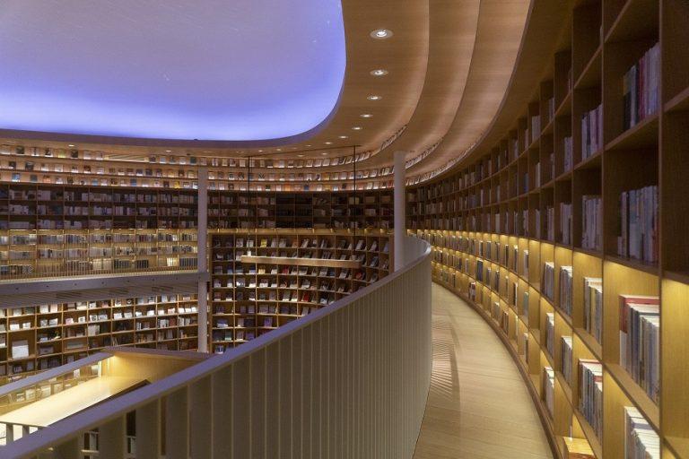 Μια εντυπωσιακή βιβλιοθήκη «σκουληκότρυπα» κατασκευάζεται στην κινεζική πόλη Χαϊκού (Φωτογραφίες)