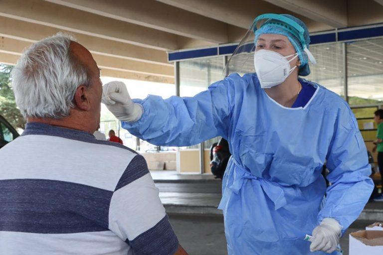 Κορωνοϊός: 295 νέα κρούσματα, επτά άνθρωποι έχασαν τη ζωή τους