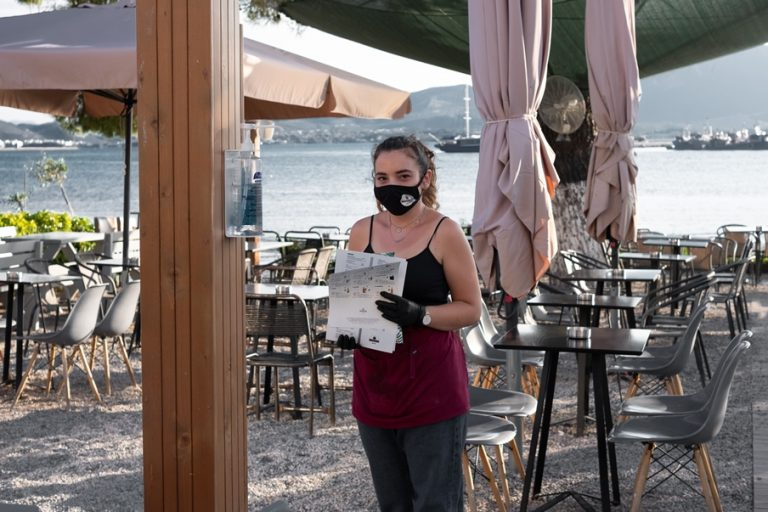 Covid-19: Οι «κόκκινες» ζώνες της Ελλάδας – τι αναφέρουν οι ειδικοί για την αύξηση των κρουσμάτων