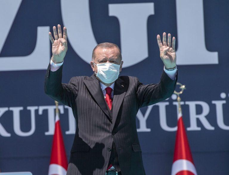 Γερμανικά ΜΜΕ: «Ο φαινομενικός γίγαντας Ερντογάν» – Οδηγεί την Τουρκία στη φτώχεια