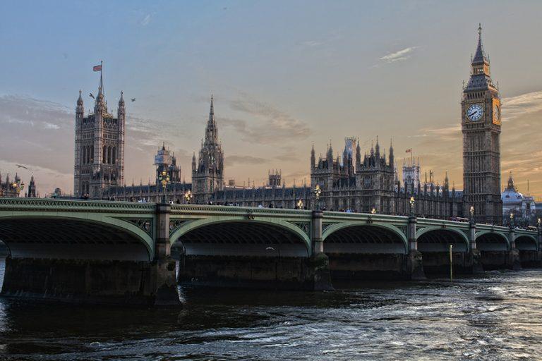 «Βουτιά» 22 δισ. λιρών στην τουριστική βιομηχανία της Βρετανίας λόγω κορωνοϊού