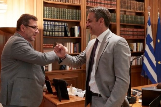 O Κυριάκος Mητσοτάκης συνάντησε τον CEO της Pfizer: H επένδυση στη Θεσσαλονίκη και το εμβόλιο κατά του Covid-19
