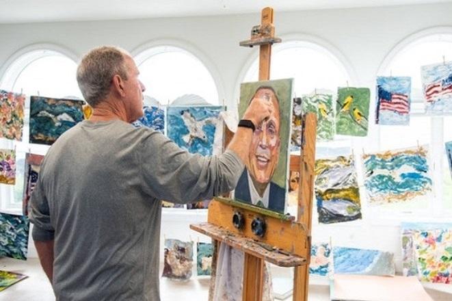 Πορτρέτα μεταναστών με την υπογραφή του Τζορτζ Μπους
