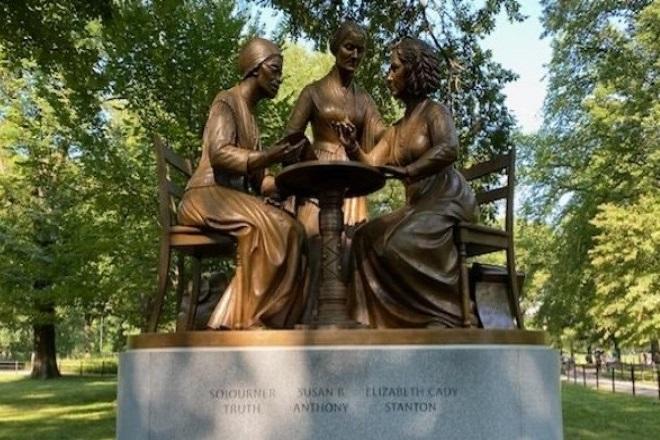 Μνημείο άνω των 4 μέτρων στη Νέα Υόρκη είναι αφιερωμένο σε τρεις σουφραζέτες