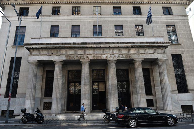 Στα χέρια της κυβέρνησης η πρόταση της Τράπεζας της Ελλάδος για το «καυτό» θέμα των κόκκινων δανείων