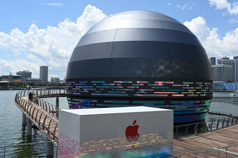 Αυτό είναι το νέο κατάστημα της Apple στη Σιγκαπούρη που επιπλέει στο νερό (Φωτογραφίες και Βίντεο)