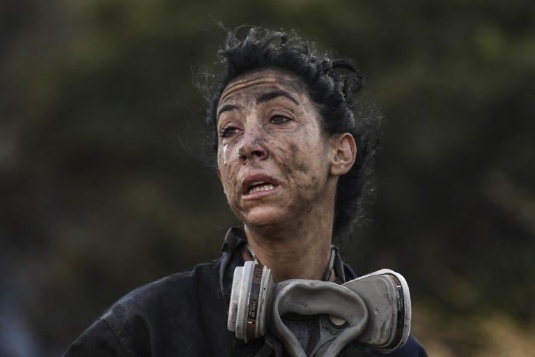 Συγκλονίζουν οι φωτογραφίες της ηρωίδας που έδωσε μάχη με τις φωτιές στην Ανάβυσσο