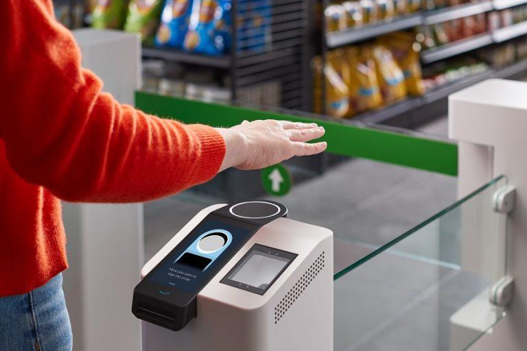 Amazon One: Νέο σύστημα ανέπαφων συναλλαγών μόνο με την… παλάμη σας