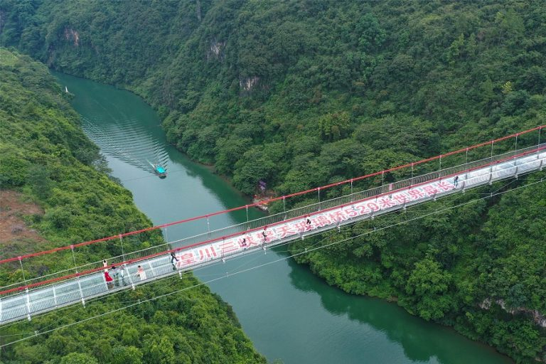 Αυτή είναι η μεγαλύτερη γυάλινη γέφυρα στον κόσμο- Φωτογραφίες που κόβουν την ανάσα