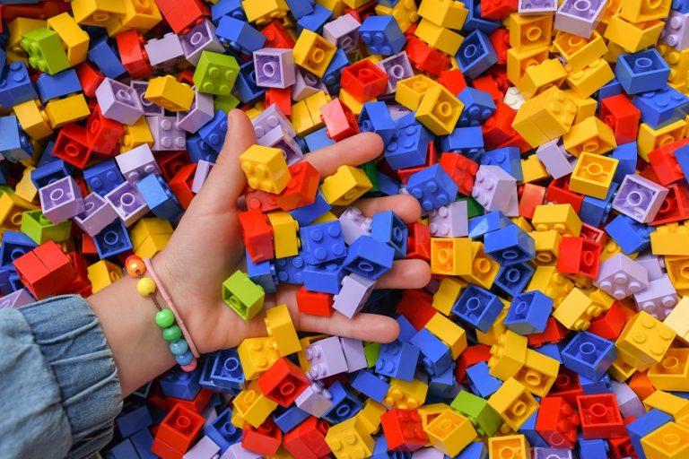 Πώς η καραντίνα «εκτόξευσε» τις πωλήσεις Lego