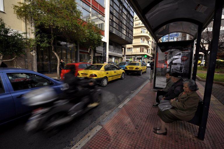 Το υπ. Μεταφορών διευκρινίζει: Δεν αλλάζει το πλαίσιο, όσοι έχουν δίπλωμα ΙΧ δεν οδηγούν αυτόματα και μηχανή έως 125 κ.εκ.