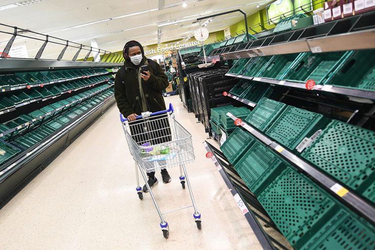 Επικεφαλής Tesco προς Βρετανούς: Μην τρέχετε πανικόβλητοι στα σούπερ μάρκετ
