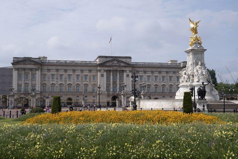Τέλος οι σπατάλες για τη βρετανική βασιλική οικογένεια- Αναγκάζονται να κάνουν αιματηρές οικονομίες