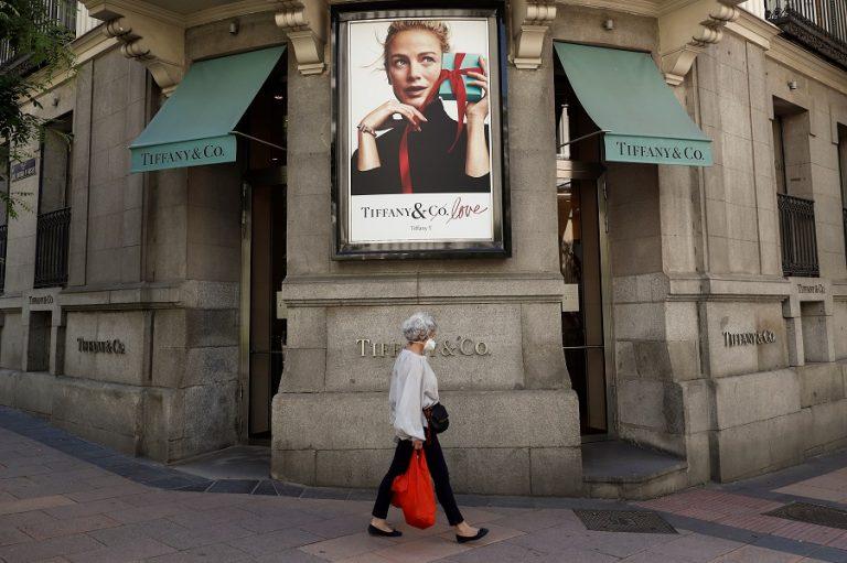 Τα βρήκαν τελικά οι οίκοι LVMH και Tiffany- Προχωρά η εξαγορά, αλλά με μικρότερο κόστος