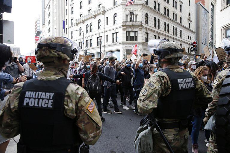 Φτάνουν τις 100 οι μέρες διαδηλώσεων σε όλες τις ΗΠΑ κατά του ρατσισμού