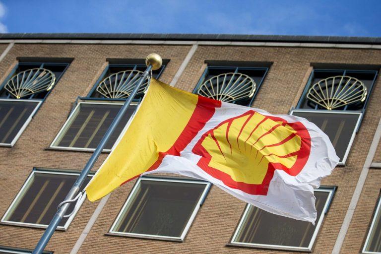 Στροφή στην πράσινη ενέργεια κάνει η Shell με βαθιές περικοπές κόστους