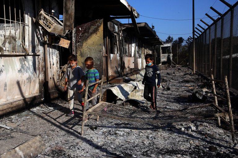 Η επόμενη μέρα στη Μόρια μετά την καταστροφή- Χιλιάδες πρόσφυγες στους δρόμους