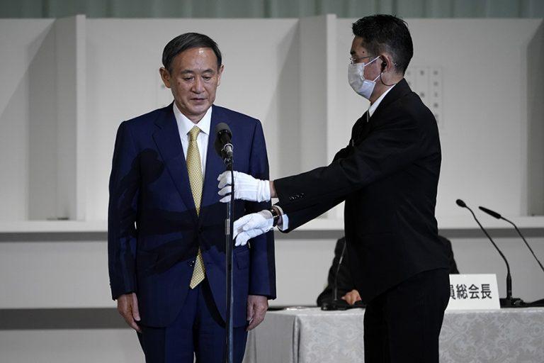 Γιοσιχίντε Σούγκα: Ο επερχόμενος πρωθυπουργός της Ιαπωνίας με μαύρη ζώνη στο καράτε και 100 κοιλιακούς κάθε πρωί