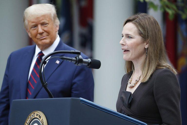 Έιμι Κόνεϊ Μπάρετ: Αυτή είναι η γυναίκα που επέλεξε ο Τραμπ για το Ανώτατο Δικαστήριο- Ποια είναι