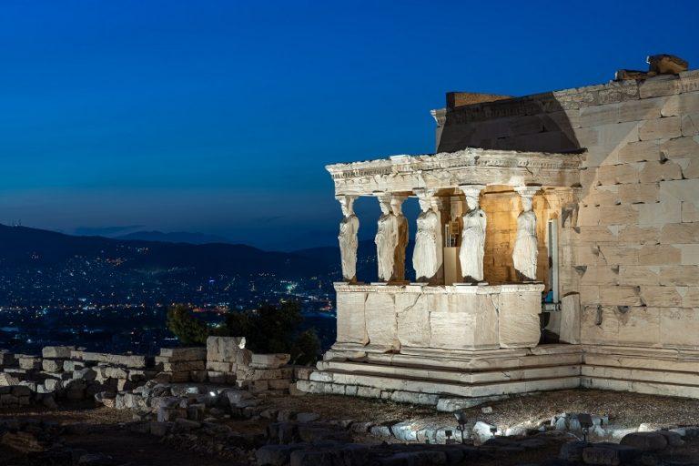Bloomberg: Η Ελλάδα στο κλαμπ των χωρών σε ανάκαμψη