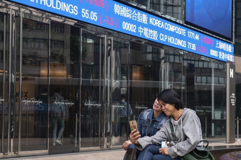 Οι κινεζικές εταιρείες παρακάμπτουν τη Wall Street και κυριαρχούν στο Χονγκ Κονγκ