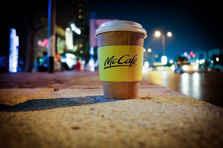 Η τηλεργασία περιορίζει τον καφέ στο χέρι