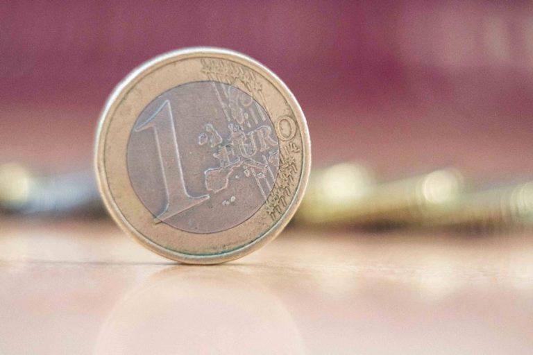 Η βαθύτερη μεταπολεμική ύφεση στο β' τρίμηνο, αλλά στο μέσο όρο της Ευρωζώνης