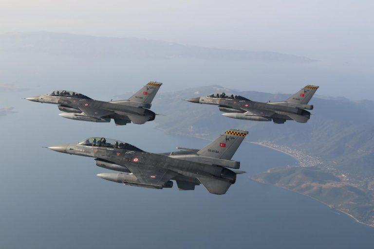 O Χουλουσί Ακάρ πετάει με F16 και απειλεί Γαλλία – ΗΠΑ: «Όσοι παίζουν τον ρόλο του προστάτη στην Αν. Μεσόγειο θα φύγουν όπως ήρθαν»
