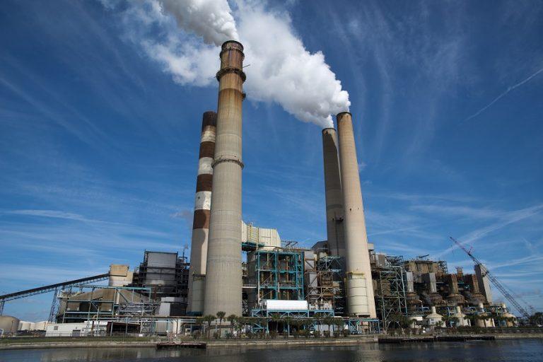 Οι περιορισμοί λόγω της πανδημίας έριξαν τις παγκόσμιες εκπομπές άνθρακα κατά 7% το 2020