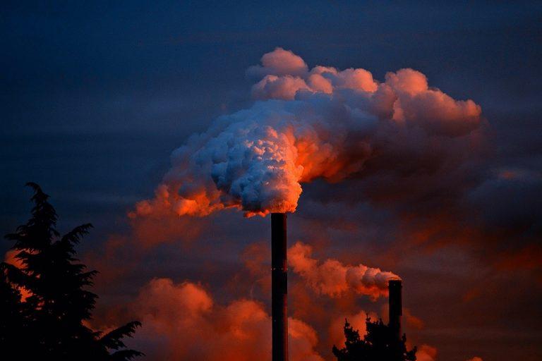 Οι πλουσιότεροι άνθρωποι του πλανήτη ευθύνονται για το 52% του διοξειδίου του άνθρακα που εκλύεται στην ατμόσφαιρα
