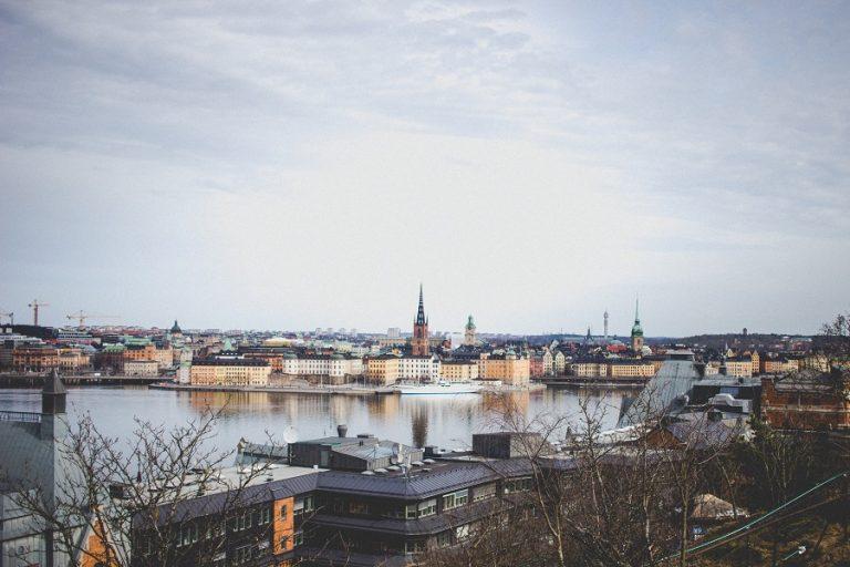 Σουηδία: Αυστηρότεροι περιορισμοί στα ταξίδια- Λιγότεροι επιβάτες σε τρένα, λεωφορεία