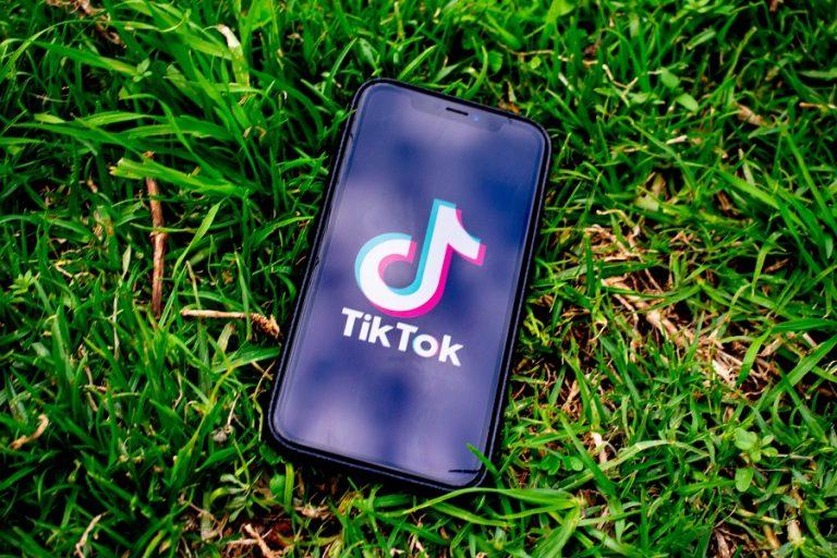 Προσωρινό φρένο στην απόφαση Τραμπ να απαγορεύσει το downloading του TikTok