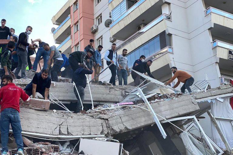Ισχυροί μετασεισμοί μετά τα 6,7 Ρίχτερ στη Σάμο – Τεράστιες καταστροφές στη Σμύρνη