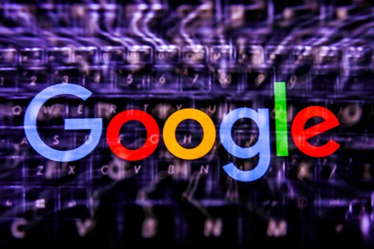 Το Google μπορεί πλέον να αναγνωρίσει τραγούδια που κάποιος σφυρίζει ή σιγοτραγουδάει