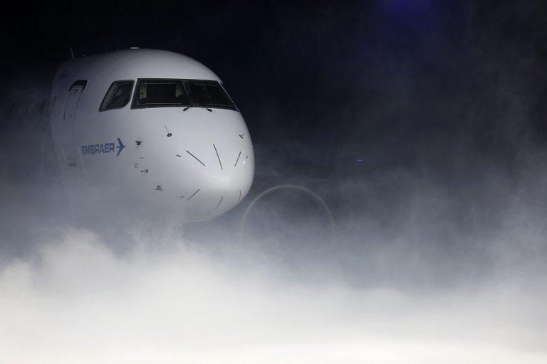 Ξεπερνά τα όρια η τουρκική προκλητικότητα: Κράτησαν 20 λεπτά στον αέρα το αεροπλάνο του Ν. Δένδια