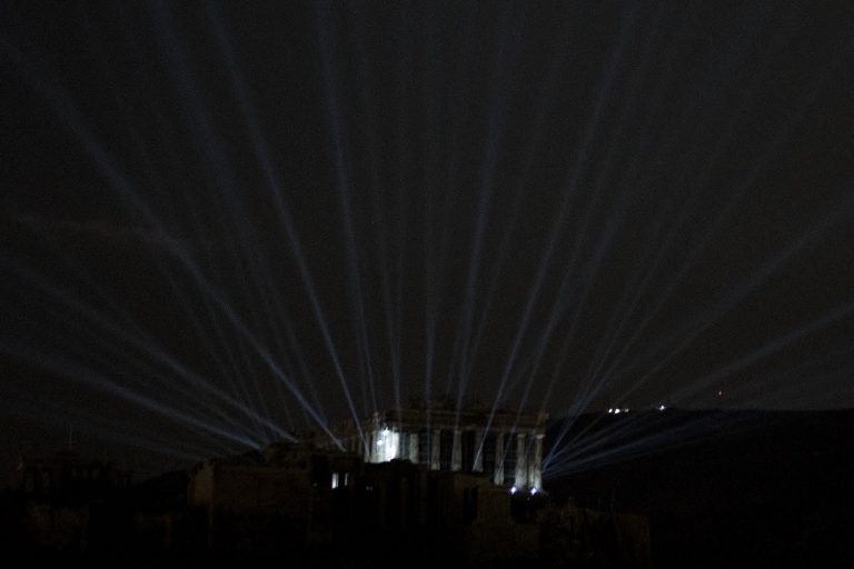 Έλαμψε παγκοσμίως η Ακρόπολη: Εντυπωσιακές εικόνες και βίντεο από τον νέο φωτισμό