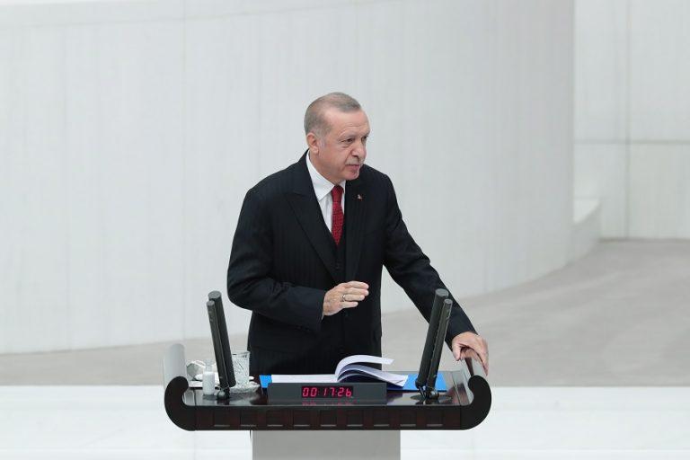 Ξέφυγε ο Ερντογάν: «Ο Μακρόν χρειάζεται ψυχοθεραπεία»