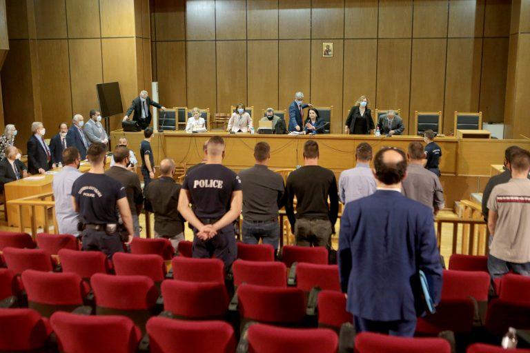 Δίκη Χρυσής Αυγής: Αναστολή ποινών για όλους τους καταδικασθέντες πλην Ρουπακιά πρότεινε η εισαγγελέας