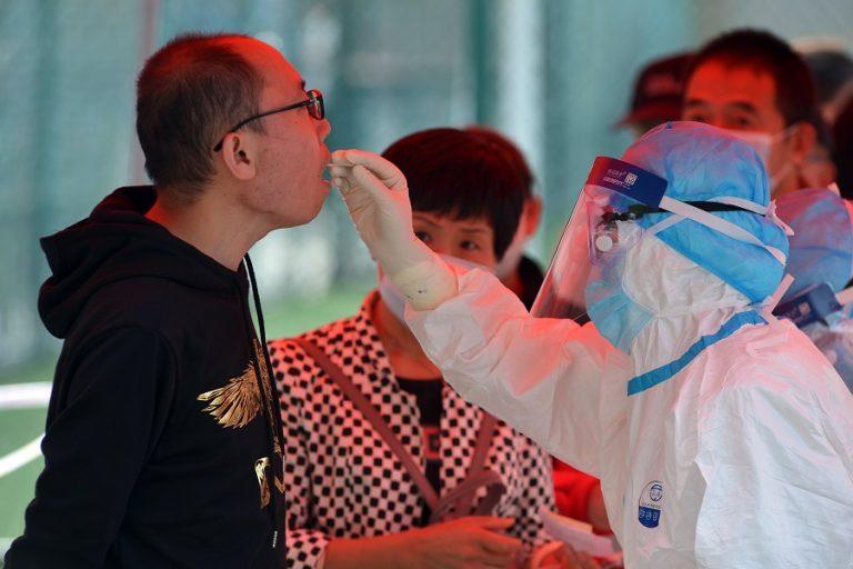 Η Κίνα βρήκε «ζωντανό» κορωνοϊό σε κατεψυγμένα τρόφιμα – Πόσο επικίνδυνο είναι αυτό