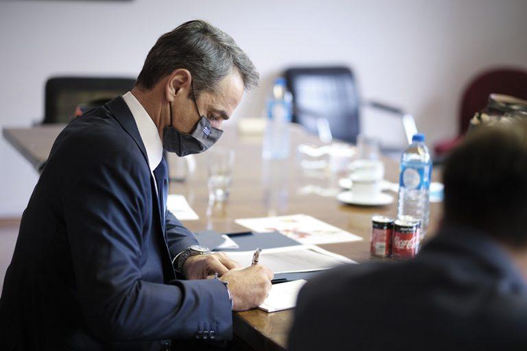 Handelsblatt: Πρωθυπουργός σε «λειτουργία κρίσης» ο Μητσοτάκης