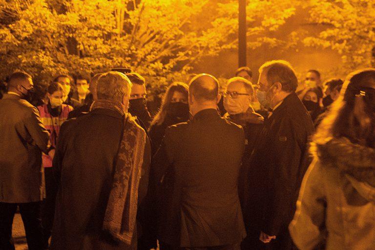 Συγκλονισμένη όλη η Γαλλία από την άγρια δολοφονία καθηγητή από τζιχαντιστές