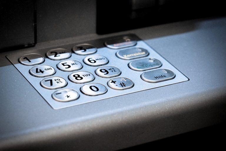 Alpha Bank: Φωνητική καθοδήγηση συναλλαγών σε ΑΤΜ για άτομα με περιορισμένη όραση