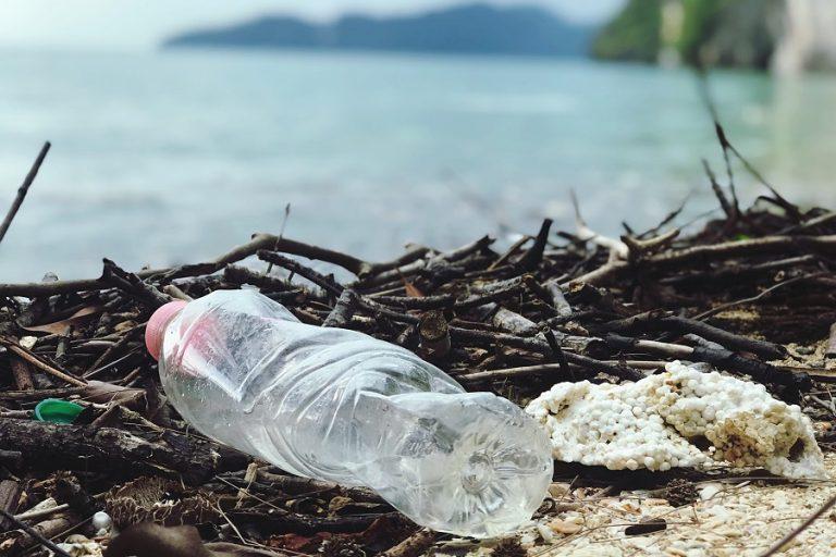 Κάθε χρόνο 230.000 τόνοι πλαστικών καταλήγουν στη Μεσόγειο- Οι χώρες διαρροής